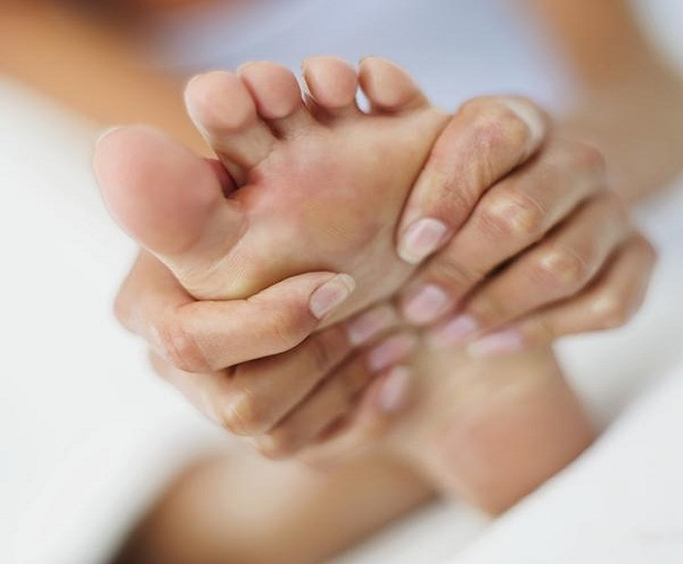 dry feet, dry hands, exfoliate, homemade scrub recipe, how to get soft feet, remedies for dry hands