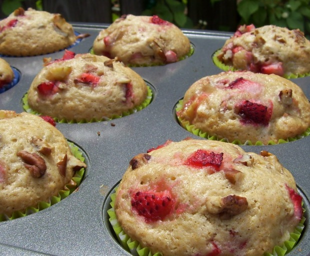 Easy Strawberry, Banana, and Pecan Muffins