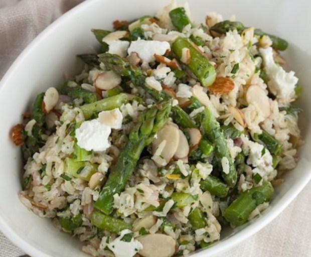 Healthy lunch recipe: brown rice, asparagus and goat cheese salad