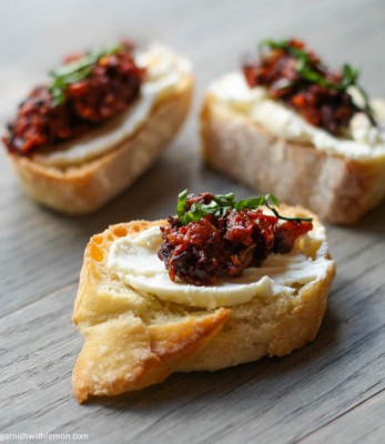 Olive and sundried canapes