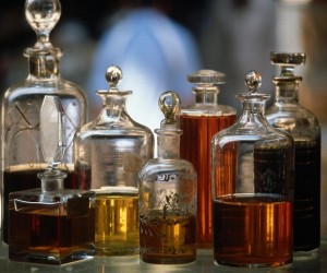 signature scent, natural perfumes, natural perfumery, essential oils