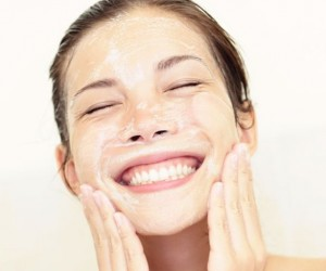 http://shesaid.com/holy-grail-makeup-tips-freckles/?utm_source=internal&utm_medium=hyperlink&utm_campaign=related-story