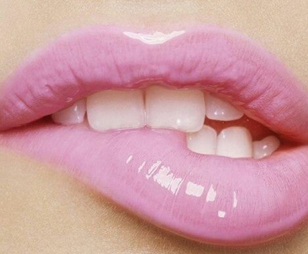 7 Quick Lip Gloss Hacks