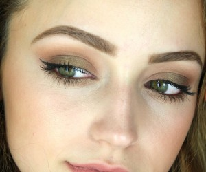 Makeup Trend, Feathery Brows, Brow Tutorial, Thick Brows, Beauty Trends
