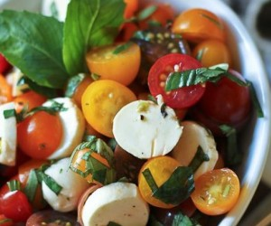 Healthy lunch ideas: Easy Caprese Salad Recipe