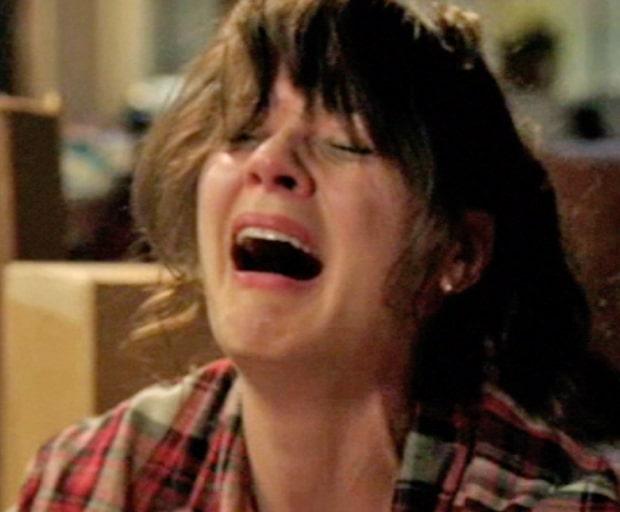 Zoe-Deschanel-crying