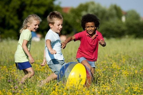 kids playing, parenting, good behaviour, behaving, active kids