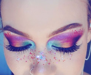 16 People Who Absolutely Nailed The New Rainbow Makeup Trend
