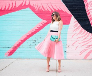 14 Instagrammable Walls People Can't Stop Posing In Front Of