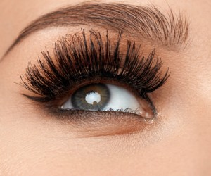 16 Things You Absolutely Need To Know Before You Get Lash Extensions