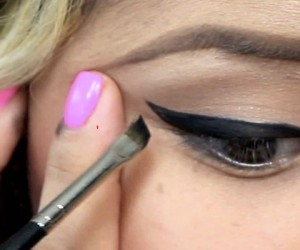 15 Stages Of Applying Winged Eyeliner Every Woman Understands
