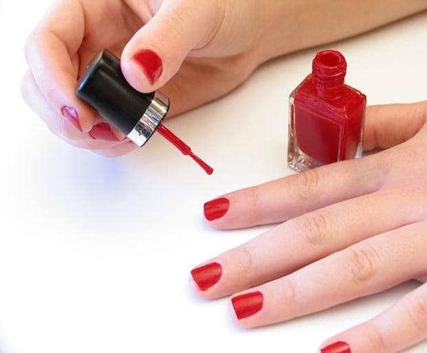 nail polish, beauty tips, nail trends, winter nail polish, essie