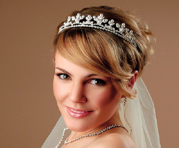 Stunning Hairstyles With Tiaras For Brides