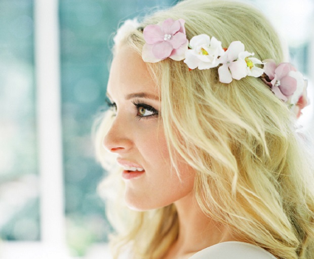 Styling Tips For Embracing A Beach Wedding Theme: Stunning Beach Wedding Hairstyle Ideas