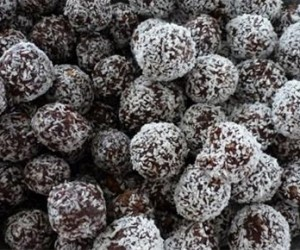 organic raw chocolate date balls
