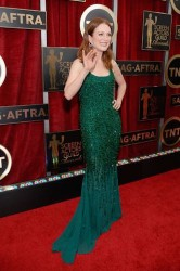 julianne moore red carpet green dress