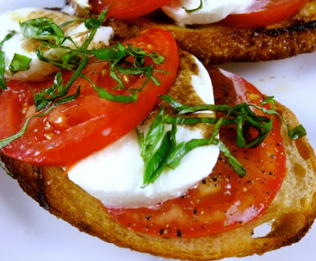 Traditional Tomato and Mozzarella Bruschetta Recipe