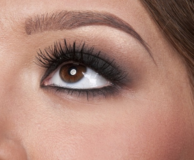 Celebrity Beauty Trend: Eyelash Perming