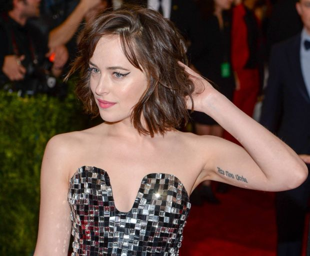 Dakota Johnson's Voluminous Bob Tutorial