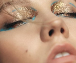 How To Tastefully Use Shimmery Makeup