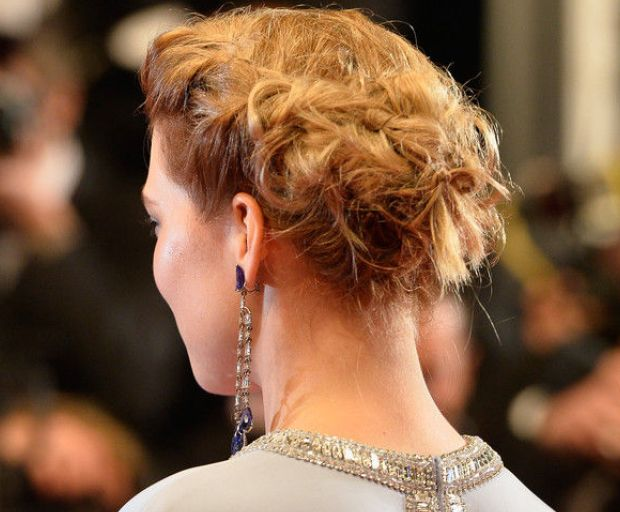 Lea Seydoux's Beautiful Bun Tutorial
