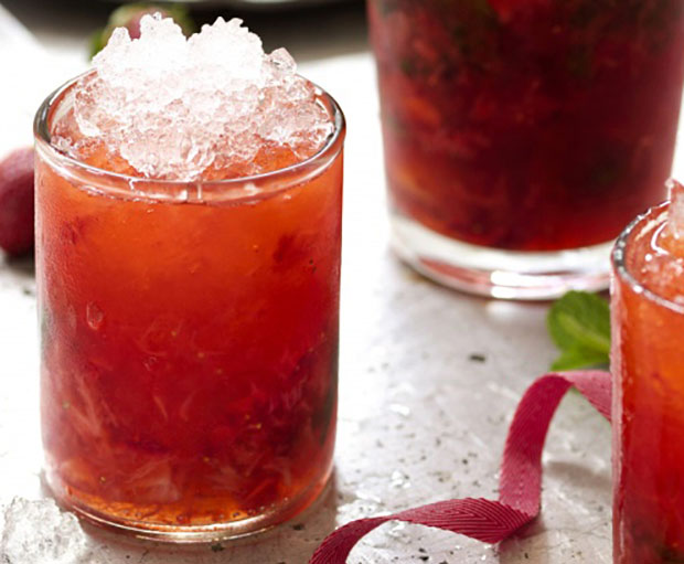 Bramble, Gin Recipes, Cocktail Recipes, Happy Hour, Mint Cocktails, Sweet and Sour