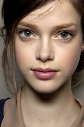 How To Wear The 'No-Makeup' Look
