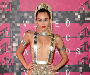 Miley Cyrus, 2015 VMAs, MTV Video Music Awards, self-acceptance, gender fluidity, role model