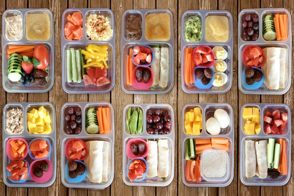 What you put in your kids' lunchboxes, matters. (Image via ourpaleolife.com)