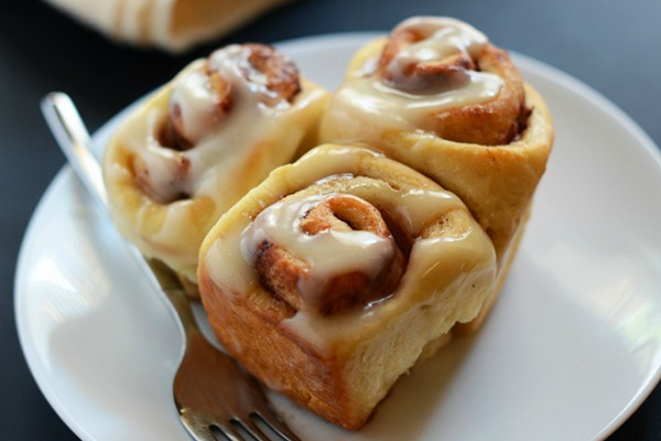 EASY-7-Ingredient-Cinnamon-Rolls-minimalistbaker.com_