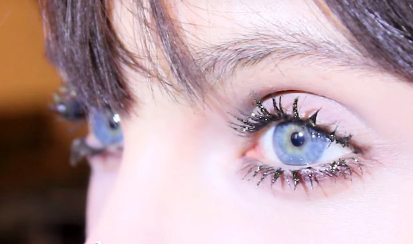 marc-jacobs-beauty-lash-couture_mascara-layering_sparkle-lashesjpg