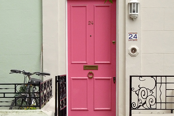 travel-pink-door